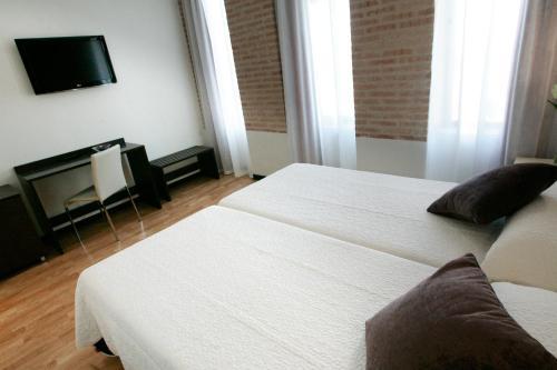 Double or Twin Room Hotel la Bastida 24