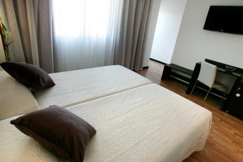Double or Twin Room Hotel la Bastida 23