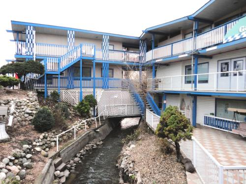 Blue Stream Motel