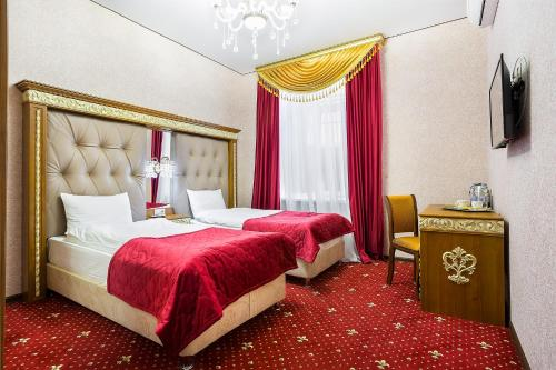 Hotel Empire - image 13