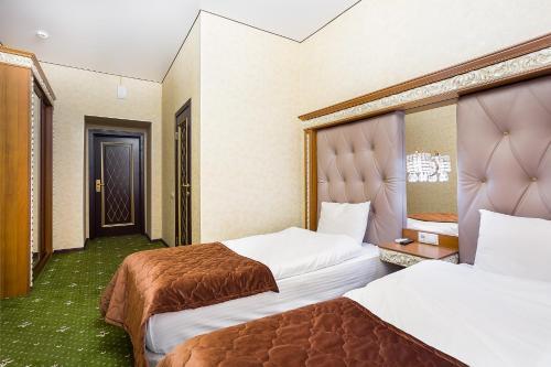Hotel Empire - image 12