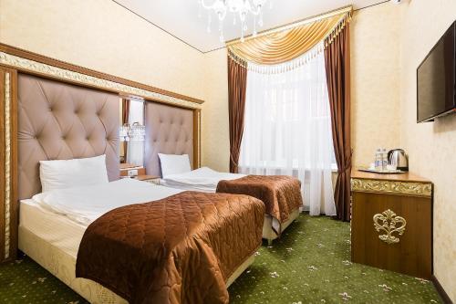 Hotel Empire - image 14