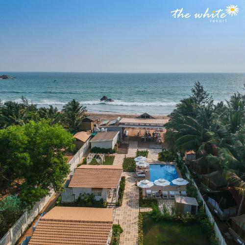 THE WHITE Resort