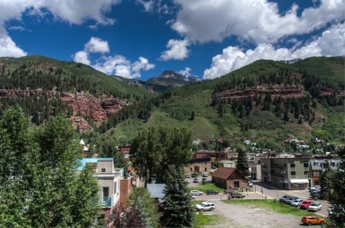 Manitou 101 Two-bedroom Apartment - Telluride, CO 81435