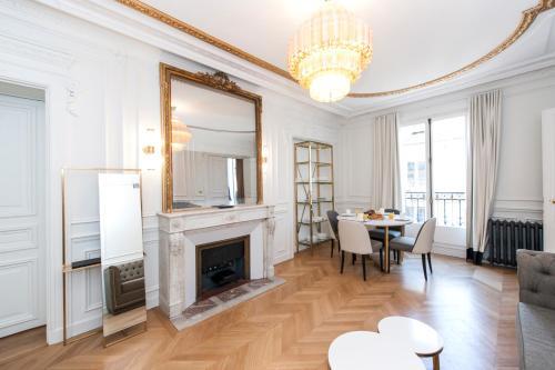 . Champs Elysées - Lincoln Appartements