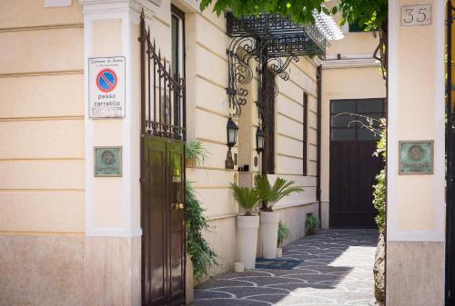 Via Dei Santi Quattro 35/C, 00184 Rome, Italy.