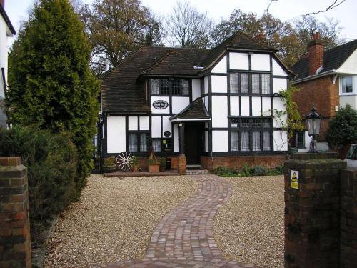 Tudorwood Guest House (B&B)
