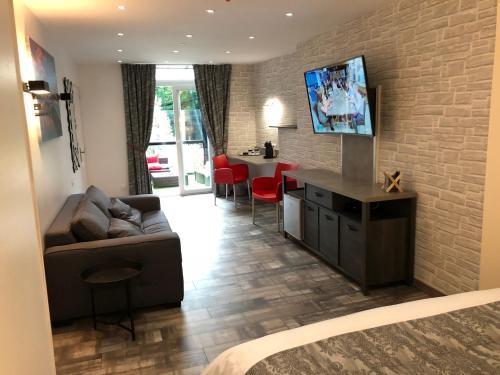 Le Beverl Inn Hotel 9 Rue De La Chaussee 61100 Flers