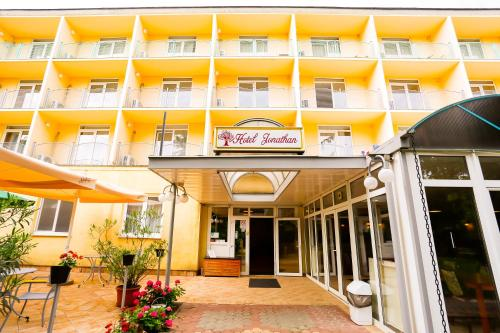 . Hotel Jonathan