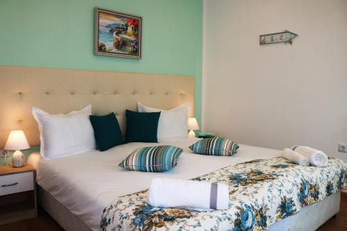 . Sea Port CELEBRITY Apartment - Lets4Holiday