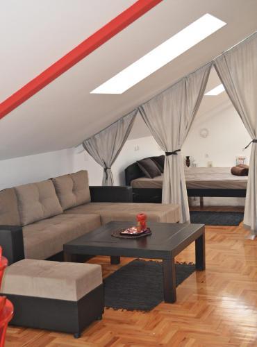 . 2110 Apartments