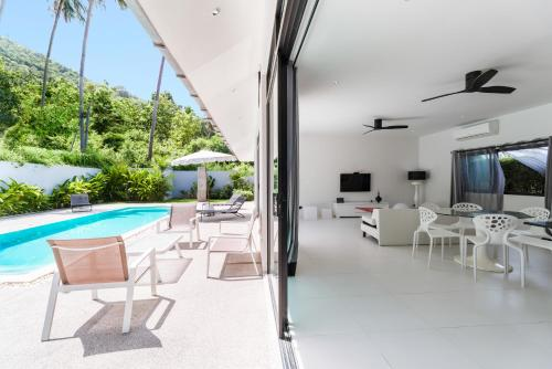 Tracy Residence by Chantal Tracy Residence by Chantal