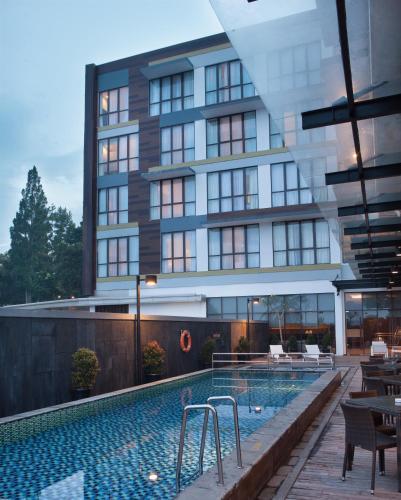 . Hotel Santika Sukabumi