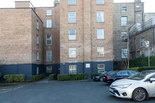 90 Pembroke Rd, Ballsbridge, Dublin 4, Ireland.
