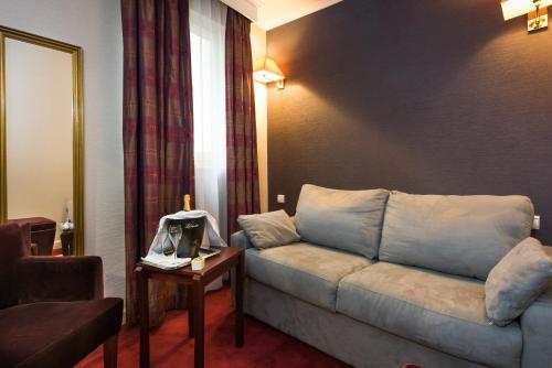 Pavillon Monceau Hotel 43 Rue Jouffroy D Abbans 75017 Paris