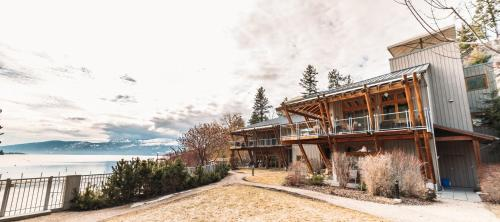 The Outback Lakeside Vacation Homes - Vernon