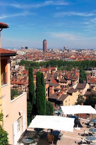 25 Montée Saint Barthélemy, 69005 Lyon, France.
