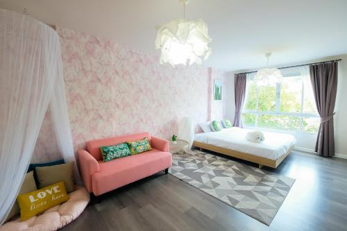 Palm leaf and Pastel pink condo in Phuket town By PP Palm leaf and Pastel pink condo in Phuket town By PP