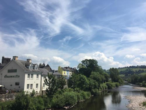 Riverside/Glan-yr-Afon