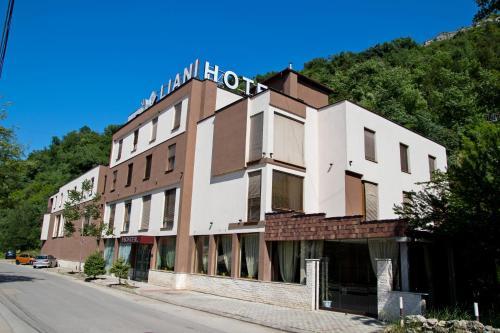 . Hotel Liani