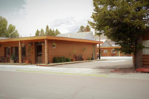Elk Horn Cabins And Inn - West Yellowstone, MT 59758