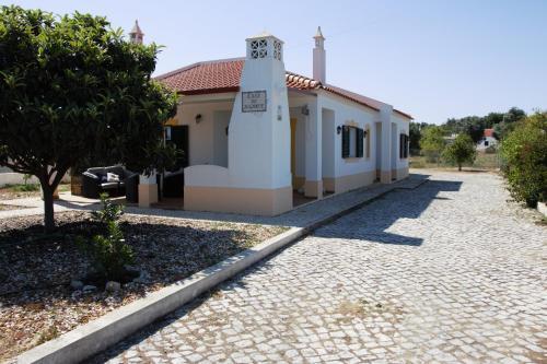 Guest House Alfarrobeiras