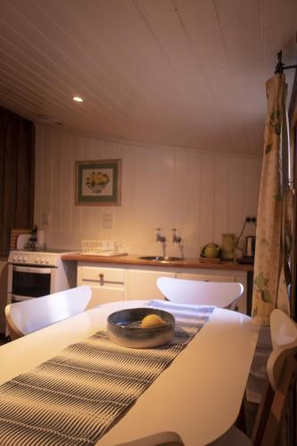 Фото отеля Cameron's Cottage