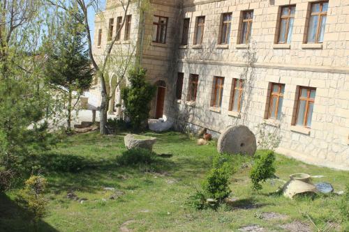 Guzelyurt Kapadokya Stonelake Hotel adres