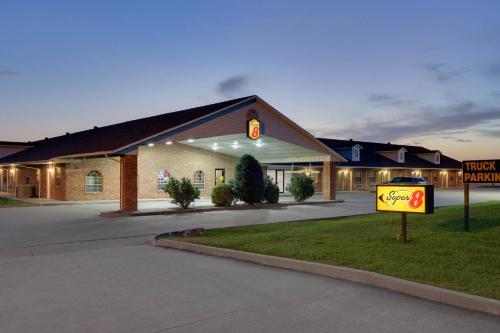Super 8 By Wyndham Big Cabin/Vinita Area - Vinita, OK 74301