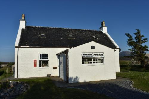 South Uist Cottage, Clachan (Isle Of North Uist)