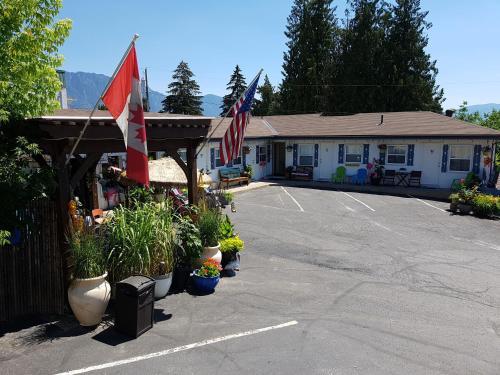 . Creston Valley Motel