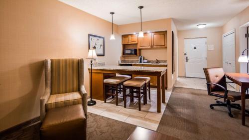 Best Western Plus Country Cupboard Inn - Hotel - Lewisburg
