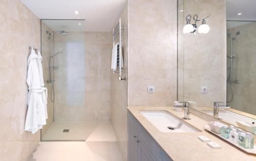 Premium Double Room with Sea View Hotel BlauMar Llafranch 5
