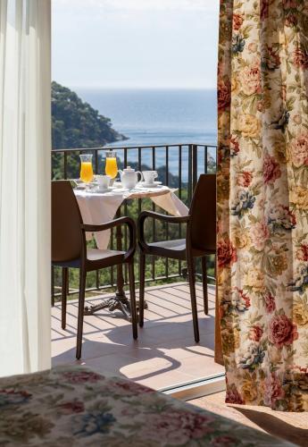 Premium Double Room with Sea View Hotel BlauMar Llafranch 6