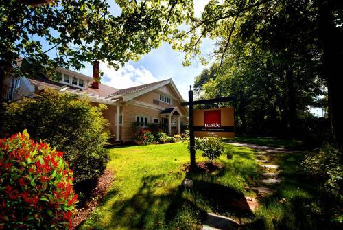 Leaside Manor