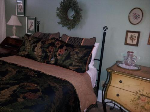 Market Street Inn Bed And Breakfast - Jeffersonville, IN 47130