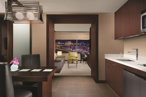 2600 West Harmon Avenue, Las Vegas, 89109, United States.
