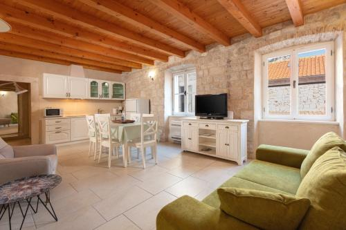 . Villa Mama - Traditional Apartments in Omis