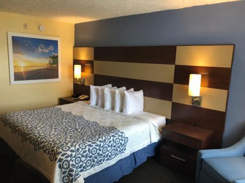 Days Inn by Wyndham Bradenton I-75 - Bradenton, FL 34208