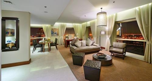 Millennium Plaza Hotel - image 2