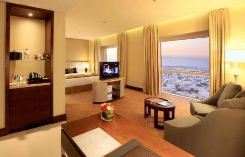 Millennium Plaza Hotel - image 3
