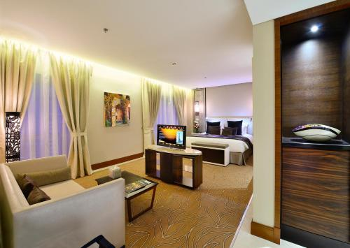 Millennium Plaza Hotel - image 12