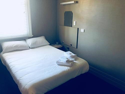 Dobbeltrom med felles bad (Double Room with Shared Bathroom)