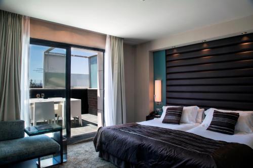 Hotels Near La Terraza Miro In Barcelona Triphobo