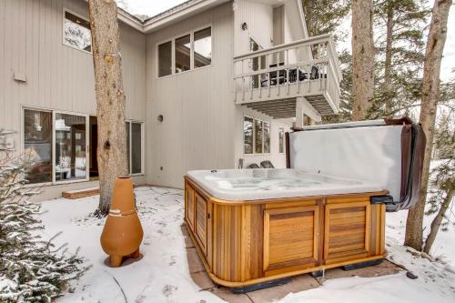 Vail Golf Course Ski Vacation Home - Vail, CO 81657