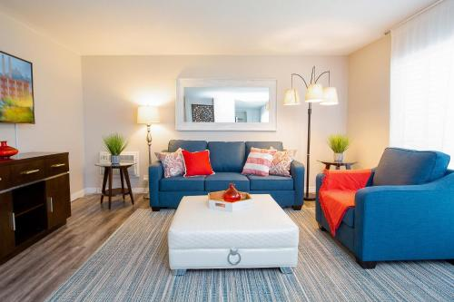 . 1 Mile to Downtown and Beach - King Bed - Fast WiFi - Free Parking