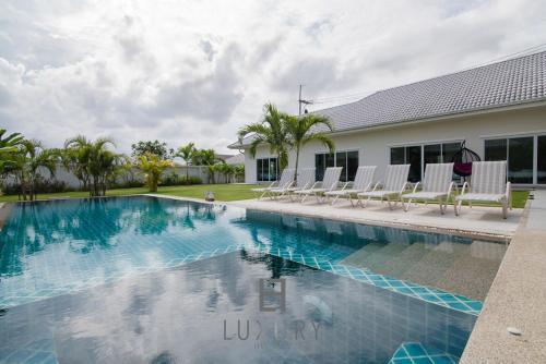 Private 4 bedroom pool villa Hua Hin L51