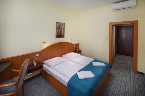 Benczur Hotel photo 38