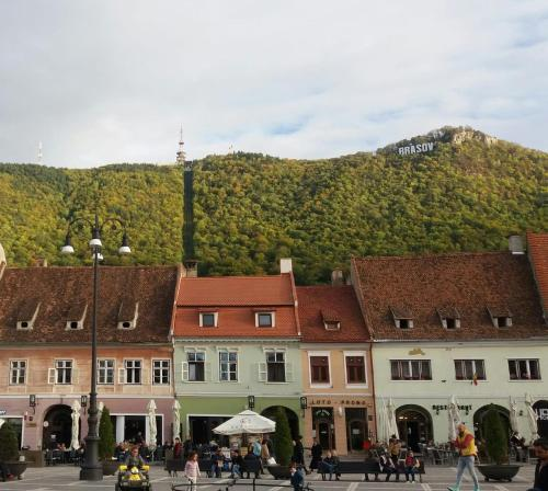 4 Rooms Piata Sfatului - Accommodation - Brașov