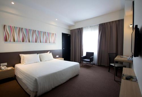 Starcity Hotel - Photo 2 of 22
